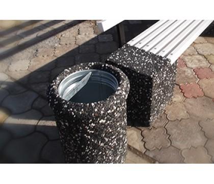Бетонные урны для мусора в городе